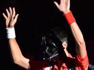 Novak Djokovic déguisé en Darth Vader et terrassé par le côté obscur de la force