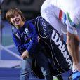 Théo, le fils de Michaël Llodra, tente tant bien que mal et avec le sourire de porter le sac de raquette de son père après sa victoire sur John Isner lors du Masters 1000 de Paris Bercy le 31 octobre 2012