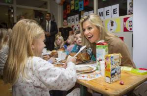 Princesse Maxima : Radieuse de bon matin pour un petit déjeuner à l'école