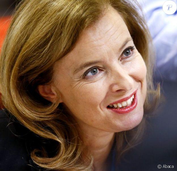 Valérie Trierweiler radieuse lors du 31e Salon du Livre de Brive-la-Gaillarde en Corrèze le 10 Novembre 2012