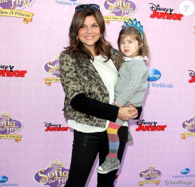 "Tiffani Thiessen et sa fille Harper à la première de ""Sofia The First: Once Upon a Princess"" aux studios de Walt Disney a Los Angeles. Le 10 novembre 2012."