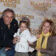La chanteuse Lara Fabian, Gérard Pullicino et leur fille Lou à Paris le 1er avril 2012.