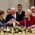 La reine Beatrix des Pays-Bas recevant le président slovaque Gasparovic à La Haye le 20 novembre 2012, tandis que Willem-Alexander et Maxima sont au Brésil.