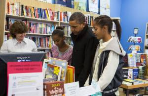 Barack Obama et ses filles Malia et Sasha : Shopping en famille et sans folie