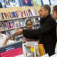 Barack Obama soutient les petits commerces en faisant du shopping avec ses filles Malia et Sasha le 24 novembre 2012