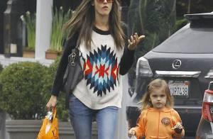 Alessandra Ambrosio et sa fille Anja : Complices pour un shopping pluvieux