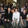 Au défilé Ungaro Hommes Samuel Le Bihan, François Cluzet, Bruno Putzulu, Thierry Fremont, Stanislas Merhar et sa fiancée