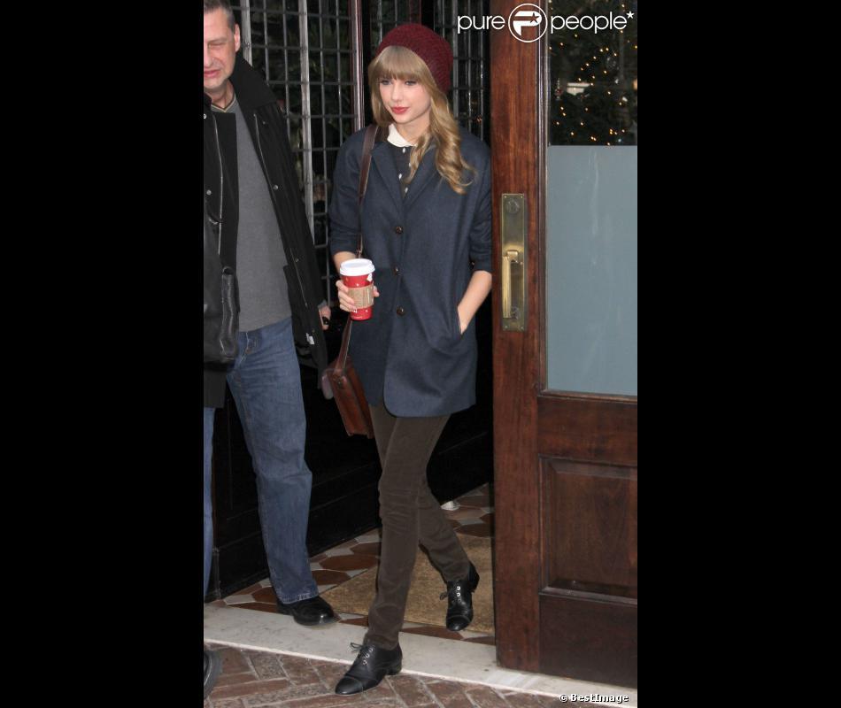 Taylor Swift et Harry Styles sont sortis séparément de l'hôtel de la chanteuse dans New York, après avoir passé la nuit ensemble, le mardi 4 décembre 2012.