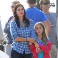 """Courteney Cox et Josh Hopkins sur le tournage de """"Cougar Town"""" à Malibu, le 6 decembre 2012. La fille de Courteney, Coco, est venue lui rendre visite."""