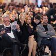 Michèle Barzach, Alain Delon, Lara Fabian et Bernard Montiel à Paris le 3 décembre 2012 lors de la vente aux enchères des Frimousses de Créateurs au Petit Palais
