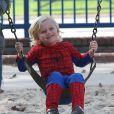 Zuma, le fils de Gwen Stefani adore son costume Spider-Man. Los Angeles, le 8 décembre 2012.