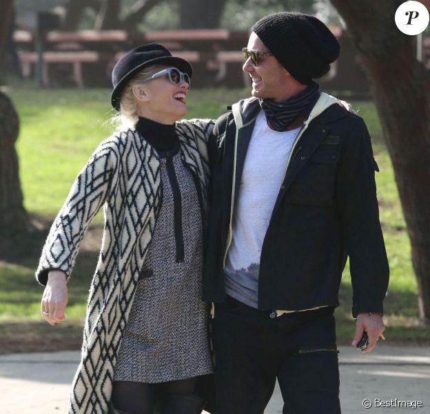 Gwen Stefani, et son mari Gavin Rossdale visiblement amoureux lors d'une sortie en famille au parc à Los Angeles, le 8 décembre 2012.