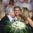 Miss Bourgogne, alias Marine Lorphelin, devenue le 8 décembre 2012 Miss France 2013 : elle est embrassée par Alain Delon et Sylvie Tellier lors de son sacre