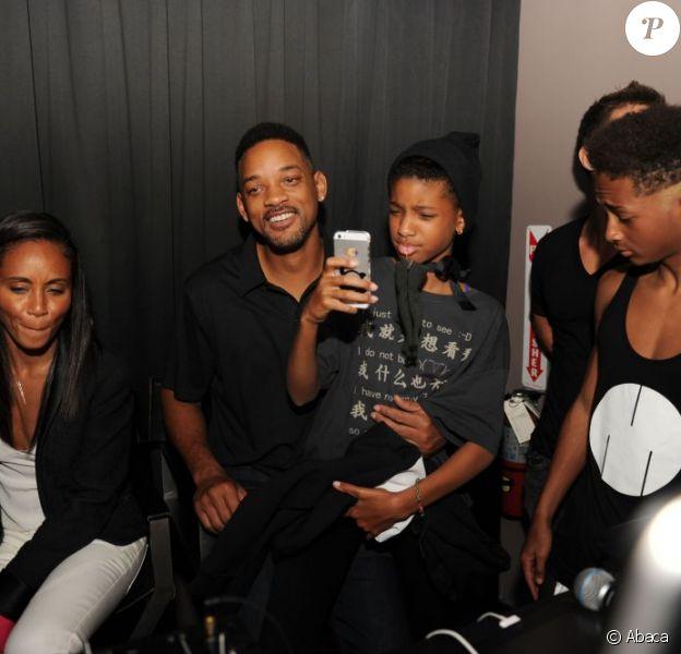 Les enfants Willow et Jaden avec leurs parents Will, et Jada Pinkett Smith au Jelsomino club à Miami le 7 décembre 2012 : ils soutiennent Trey, DJ et fils aîné de Will Smith