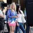 Courteney Cox et Busy Philipps sur le tournage de la saison 4 de  Cougar Town , à Los Angeles, le 7 décembre 2012.