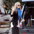 Molly Sims de sortie shopping avec son petit bébé, dans les rues de Beverly Hills, le vendredi 14 décembre 2012.