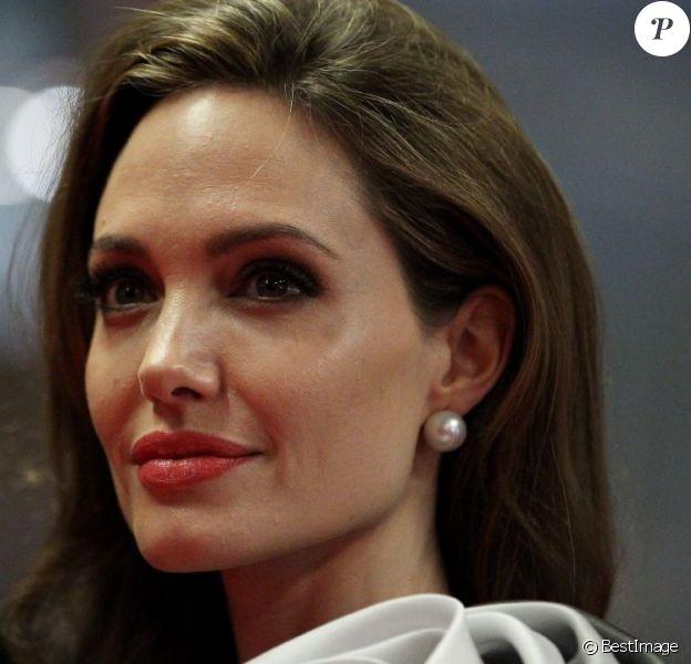 Angelina Jolie va réaliser son deuxième film, intitulé Unbroken, et porté sur la vie de Louis Zamperini. (Photo du 16 février 2012)