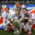 David Beckham et ses trois fils Romeo, Cruz et Brooklyn célèbrent le nouveau titre de champions de MLS (Major League Soccer) des Los Angeles Galaxy. Carson, le 1er décembre 2012.