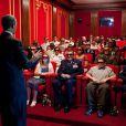 """Barack Obama dit quelques mots devant les employés de la Maison Blanche avant la projection en 3D de """"Men in Black 3"""", le 25 mai 2012."""