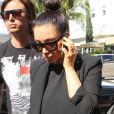 Kim Kardashian, enceinte, profite d'une belle journée à Miami en compagnie de son ami Jonathan Cheban. Le 7 janvier 2013.