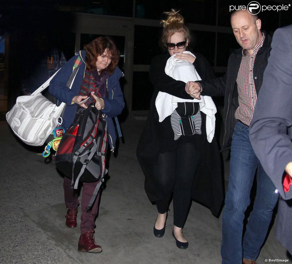 Adele et son fils arrivent à l'aéroport de Los Angeles, le 10 janvier 2013.