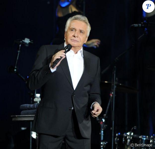 Michel Sardou lors de son concert exceptionnel du Palais Omnisport de Paris Bercy le 12 décembre 2012