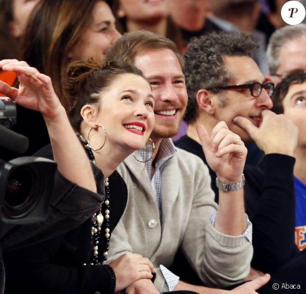 Drew Barrymore et son mari Will Kopelman assistent à un match de basket-ball opposant les Knicks et les Chicago Bulls. Photo prise au Madison Square Garden à New York, le 11 janvier 2013.