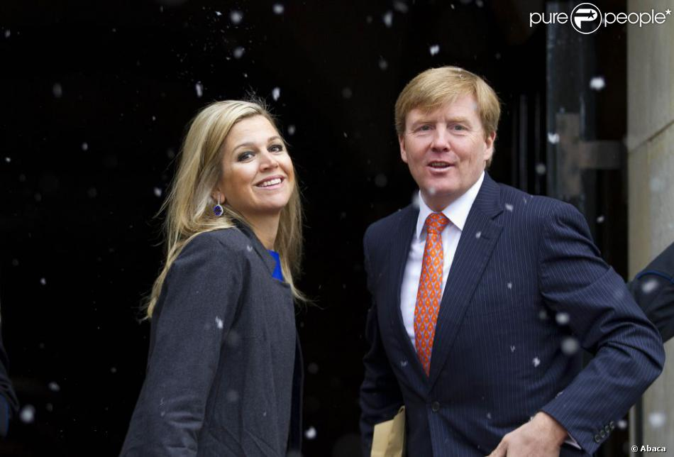 La princesse Maxima et le prince héritier Willem-Alexander des Pays-Bas arrivant au palais royal, à Amsterdam, le 15 janvier 2013, pour la réception du Nouvel An en l'honneur des invités néerlandais.