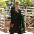 Reese Witherspoon sort de son cours de yoga à Los Angeles, le 16 janvier 2013.