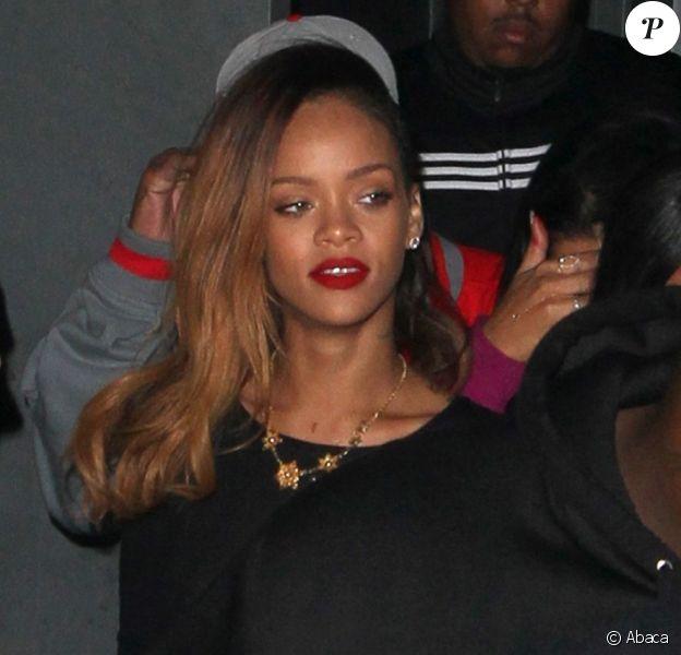 Rihanna, sublime, quitte le Playhouse, une boîte de nuit de Los Angeles, au bras de son amie Melissa, le 24 janvier 2013. Rihanna arbore une robe très courte noire transparente sans soutien-gorge sur de somptueux talons.