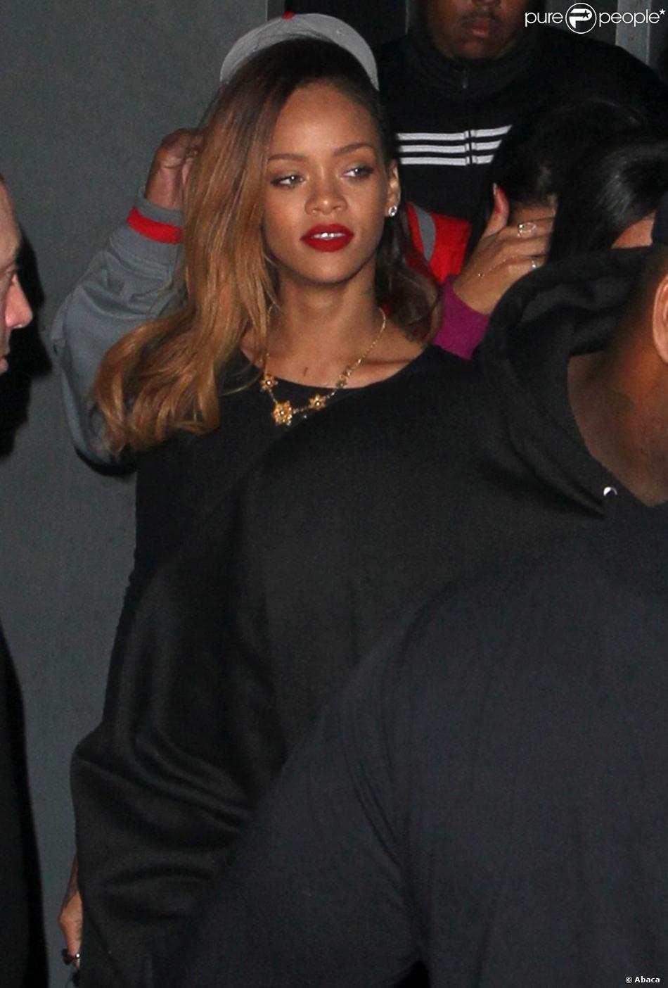 Rihanna robe noire transparente
