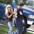 Kimberly Stewart et Benicio Del Toro, en sortie avec leur fille Delilah, à Los Angeles, le 25 août 2012.