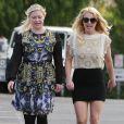 Britney Spears est apparue très souriante et particulièrement bien habillée dimanche 27 janvier 2013. La chanteuse, redevenue célibataire, était avec une amie dans le quartier de Thousand Oaks.