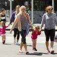 Mirka Federer et ses filles Myla Rose et Charlene Riva profitent du soleil de Melbourne pour faire quelques courses le 27 janvier 2013 après l'élimination de Roger Federer de l'Open d'Australie