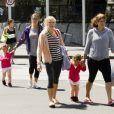 Mirka Federer et ses filles Myla Rose et Charlene Riva profitent du soleil de Melbourne pour faire quelques courses le 27 janvier 2013