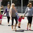 """Mirka Federer et ses filles Myla Rose et Charlene Riva lors d'une sortie shopping à Melbourne le 27 janvier 2013"""