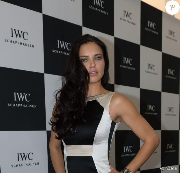 Adriana Lima au stand de la marque suisse IWC Schaffhausen lors du 23e Salon International de la Haute Horlogerie Palexpo. Genève, le 22 janvier 2013.