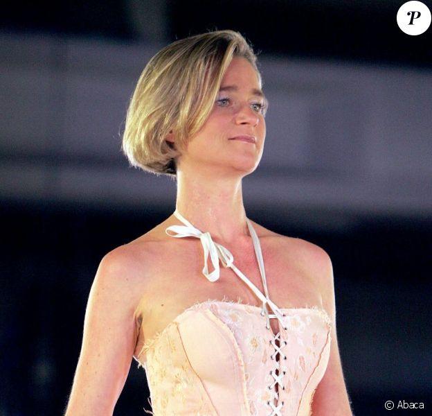 """Delphine Boël défilant lors de l'événement """"Second Hand, Second Life"""", à Bruxelles en octobre 2005."""