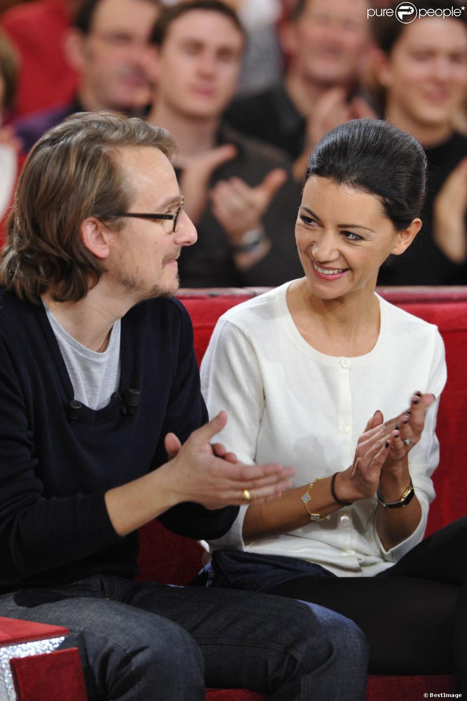 Lorànt Deutsch et sa femme Marie-Julie Baup lors de l'enregistrement de l'émission Vivement dimanche sur France 2 diffusée le 10 février 2013