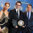 Michel Hazanavicius, son prix de Directors Guild of America, avec  Jean Dujardin et Bérénice Bejo à Los Angeles le 28 janvier 2012