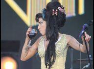 PHOTOS : Amy Winehouse sur scène mais jamais sans son verre...