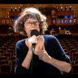 Lou   Doillon  félicitée par   sa maman,  Jane   Birkin , lors des Victoires de la Musique, sur France 2 le 8 février 2013.