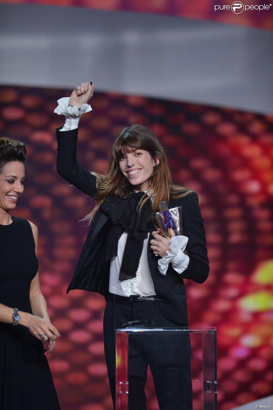 Lou Doillon remporte le trophée de l'Artiste féminine de l'année lors des Victoires de la Musique, sur France 2 le 8 février 2013.