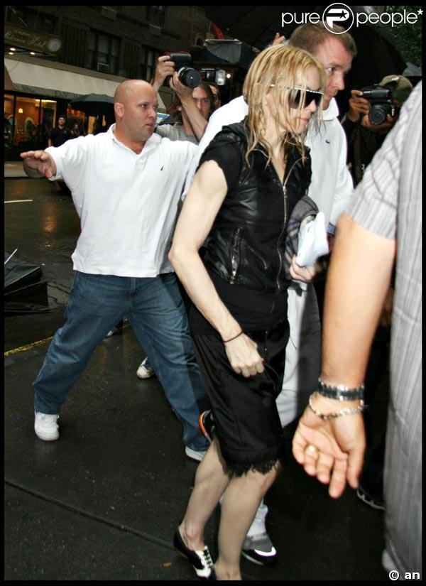 Madonna, Guy Ritchie, et leurs enfants au centre kabbaliste de New York