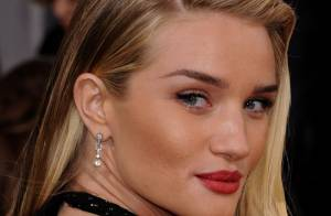 Rosie Huntington-Whiteley : La bombe sculpturale pose topless pour ses fans