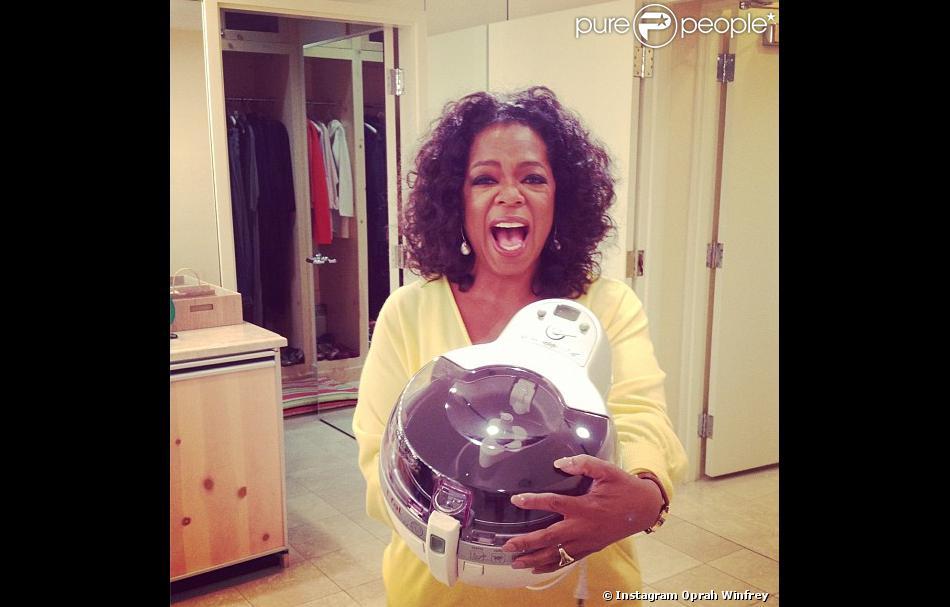 Oprah Winfrey, très heureuse avec sa friteuse, le 13 février 2013.
