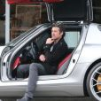 Patrick Dempsey et sa femme Jillian font du shopping à West Hollywood, le 19 février 2013. L'acteur s'est rendu dans le chic quartier avec sa Mercedes de sport.