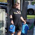 Jack Black et sa femme Tanya emmènent leurs deux fils Samuel et Thomas à l'école à Los Angeles, le 20 février 2013.