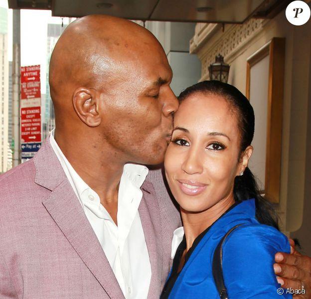 Mike Tyson et sa femme Kiki devant le Longacre Theatre de New York le 18 juin 2012