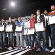 Les joueurs du Real Madrid et leurs empreintes lors de l'inauguration de la nouvelle boutique Adidas au stade Santiago Bernabeu de Madrid le 21 février 2013